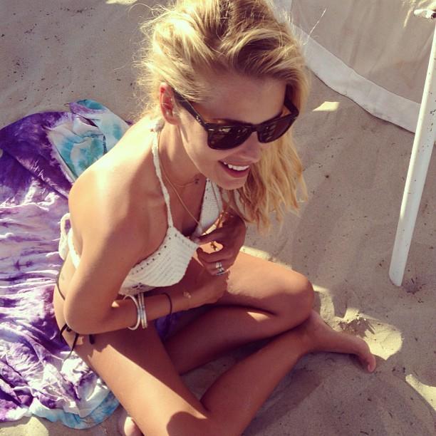 @yayabrunet1: Ilha do amor #querovoltar #estouláempensamento #toatépegandosol #onelove