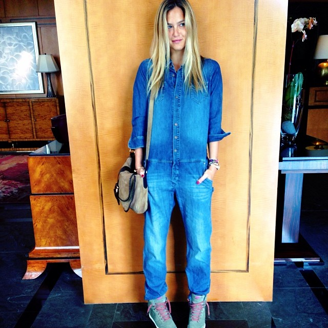 @barrefaeli: Anyone need help in construction? I'm ready.. #jeanskindofday