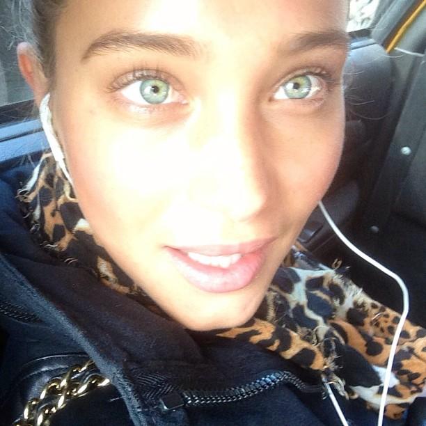 @hani_davis: Happy Mondayyy #alienhanni