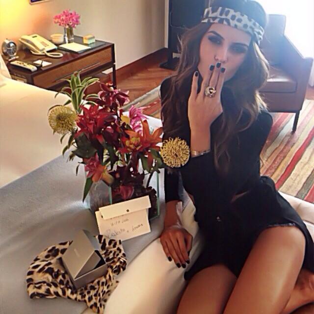 @iza_goulart: Surpresa pela manhã!!Obrigada Roberto Cavalli pelas flores e meu lindo anel!! Adorei a nossa sessão de fotos ontem!! Surprise in my hotel room this morning!! Thank you @robertocavalli for my flowers and the beautiful ring!! I had a great t