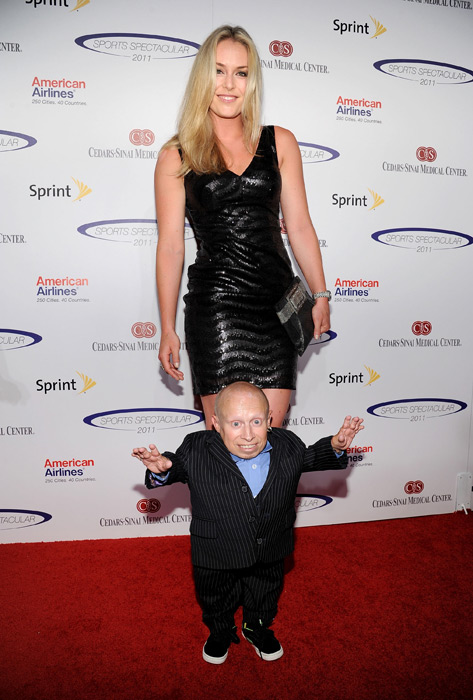 Vonn poses with Vern Troyer at the 2011 Cedars Sinai Sports Spectacular. (John Sciulli/Getty Images)