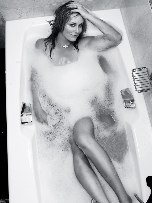 Vonn poses in the bathtub during a 2009 SI photo shoot. (Warwick Saint/SI)