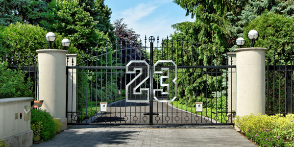 The entryway to Michael Jordan's Chicago-area estate. (ConciergeAuctions.com)