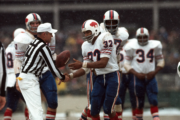 On this day in 1973, O.J. Simpson rushed for 157 yards against the Chiefs, putting him over 1,000 yards at the seventh game of the season. (Neil Leifer/SI)