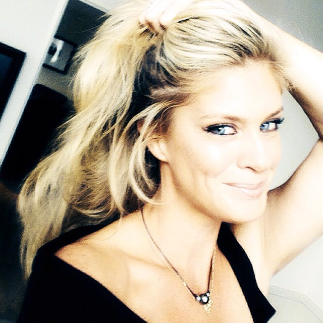 @rachelhunterx: Hello Dunedin .. Gettin ready to talk to 400 lovely ladies ... #arthurbarnett .. See you soon