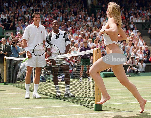 Richard Krajicek and MaliVai Washington smile as an unidentified streaker runs across the the Center Court at Wimbledon before the men's final.