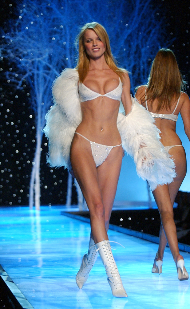 Victoria's Secret, 2001  ::  KMazur/WireImage