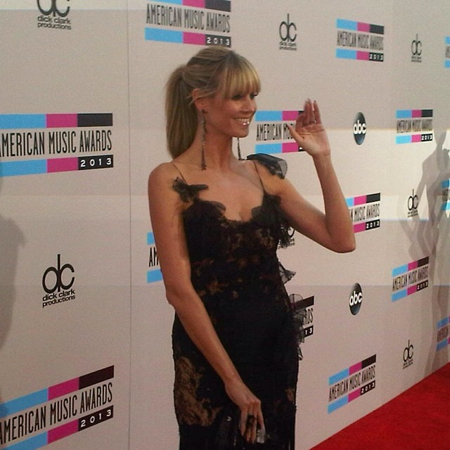 @heidiklum: Walking the carpet at @theamas in @marchesafashion @brian_atwood and @lorraineschwartz! THANK YOU!