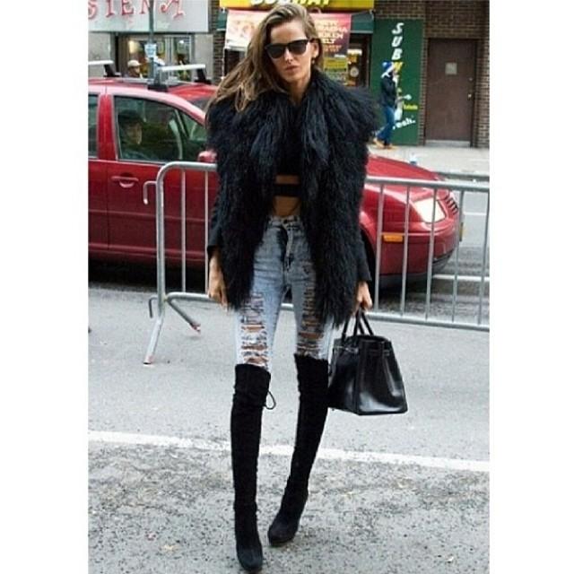 @iza_goulart: #nyc #style #kneehighboots #highwaistjeans #croptop #fakefur #fall #instamood #fashion #dujuor #lookdodia #fashionisfun