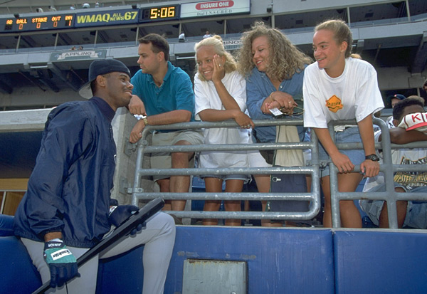 Ken Griffey Jr. and fans (1995) :: John Biever/SI