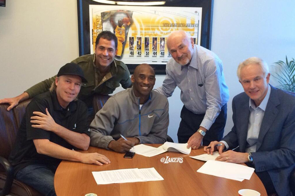 Lakers Sign Kobe Bryant To Two Year Contract Extension Si Com