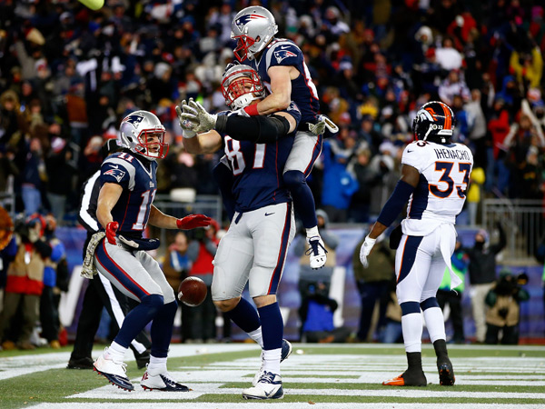 Rob Gronkowski and Danny Amendola :: Jared Wickerham/Getty Images