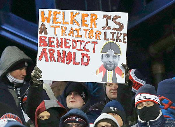 Denver Broncos vs. New England Patriots :: AP Photo/Elise Amendola