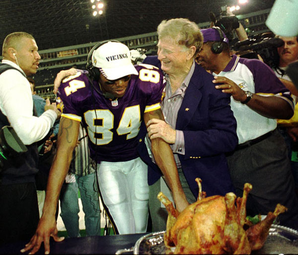 Randy Moss and Red McCoombs :: Stephen Dunn/Getty Images