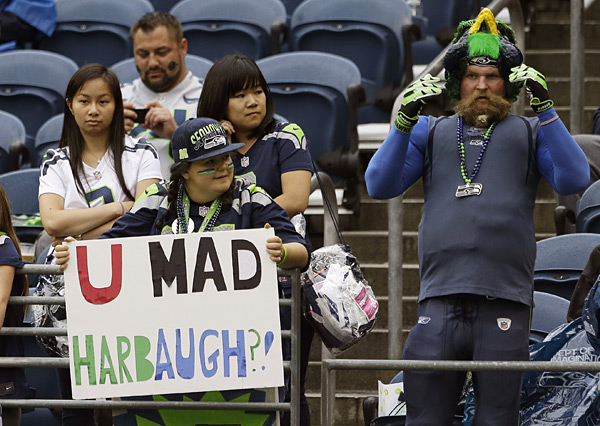 Seahawks fans :: AP Photo/Elaine Thompson