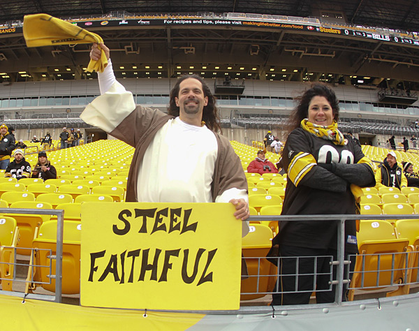 Buffalo Bills vs. Pittsburgh Steelers :: Kellen Micah/Icon SMI