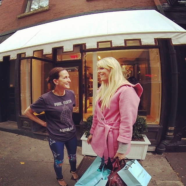 @lindseyvonn: My friend @cynthia_rowley and I are hard at work on something amazing. Stop by my Facebook page this Thursday to see it! #LVforGold