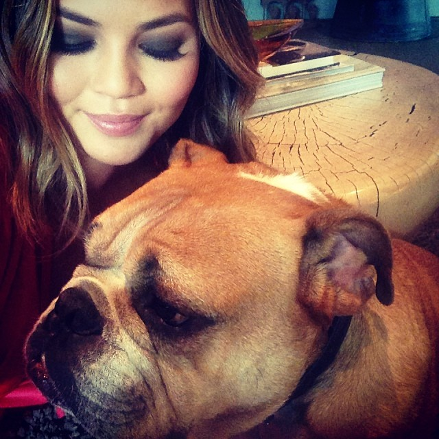 @chissyteigen: putt putt and I getting ready for a busy day! thank you my @amyrittiner!!