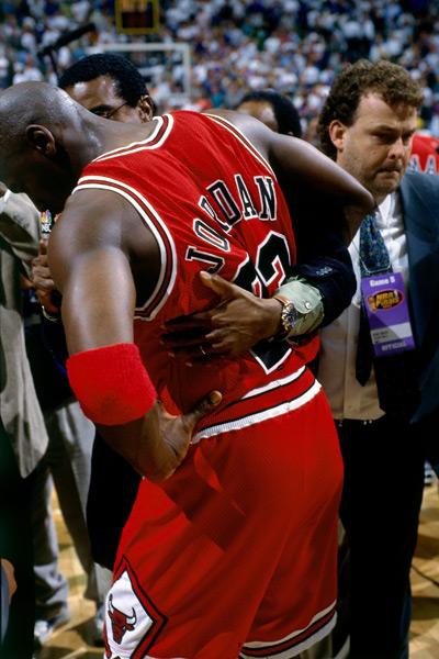 Michael Jordan and Ahmad Rashad :: Andy Hayt/Getty Images
