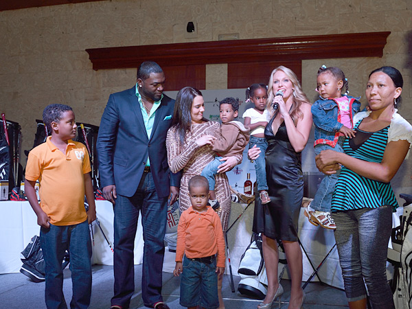 David Ortiz and his foundation kids :: Photo Courtesy of  David Ortiz Children's Fund