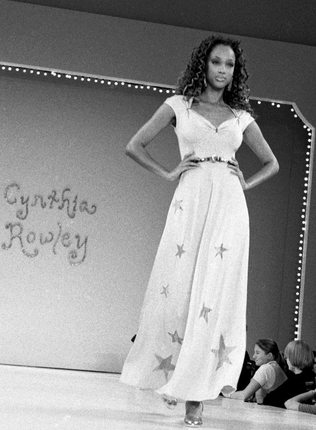 Walking for Cynthia Rowley, 1994  ::  Catherine McGann/Getty Images