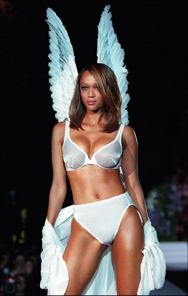 Walking for Victoria's Secret, 1998  ::  Jon Levy/AFP/Getty Images
