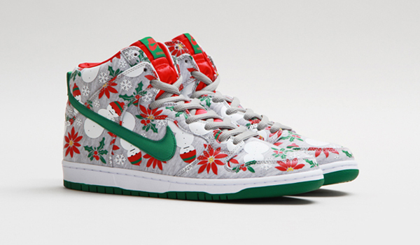 After Nike Ugly Are These Christmas Sweaters Modeled Sneakers q4fdxqAI