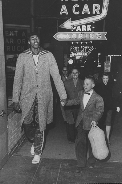 WIlt Chamberlain and fan :: George Silk/Time Life Pictures/Getty Images