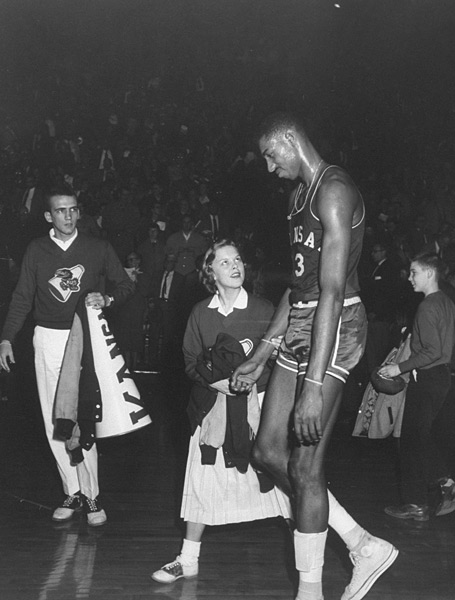 Wilt Chamberlain and Kansas Cheerleader :: Stan Wayman/Time Life Pictures/Getty Images