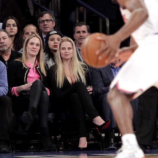 @genevievemorton: Watching the Knicks game last night, thanks @Johnnyfoto for the pic