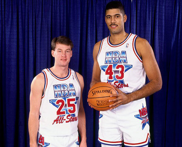 Mark Price (left) and Brad Daugherty pose before the 1992 NBA All Star Game. (Getty Images)
