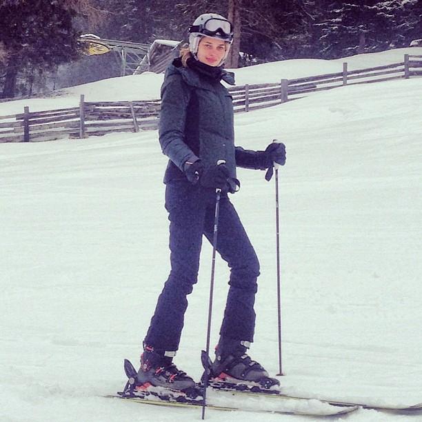 @anabbofficial: Last day so sad emojiUltimo dia que triste emoji#ski #fun #davos #legal #neve #amo