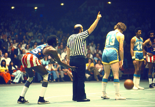 Harlem Globetrotters and Washington Generals :: Heinz Kluetmeier/SI