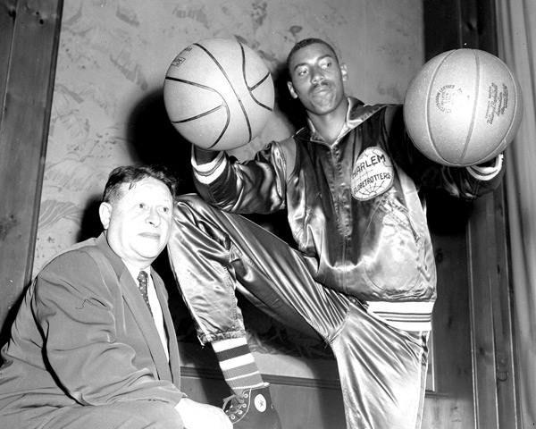 Wilt Chamberlain and Abe Saperstein :: NY Daily News Archive via Getty Images