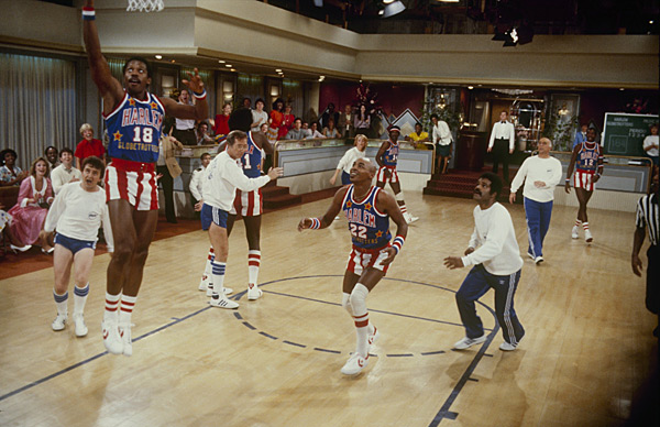 Harlem Globetrotters and 'Love Boat' cast :: ABC via Getty Images