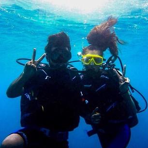 @iza_goulart Friendship underwater!! Scuba diving in Thailand with my BFF @rodrigocosta Amigos até debaixo d'água!! Mergulho com meu amigo querido @rodrigocosta #thailand #scubadiving #mergulho #friends #fun #dreamholidays #tailandia