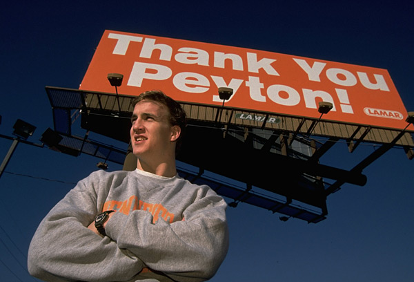 Peyton stands underneath a billboard thanking him for returning to Knoxville for his senior year at Tennessee. (Bill Frakes/SI)