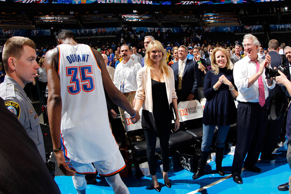 Kate Upton and Kevin Durant :: Layne Murdoch/NBAE via Getty Images