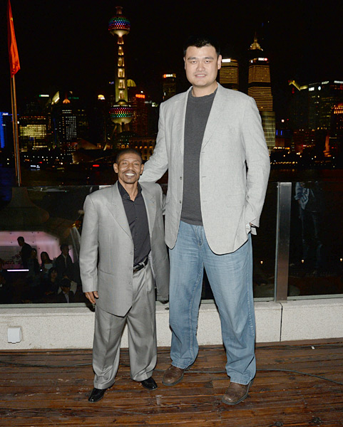 Muggsy Bogues and Yao Ming :: Getty Images