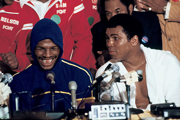 Leon Spinks and Muhammad Ali :: Neil Leifer/SI
