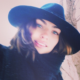 @luvalyssamiller: Snowy Saturday in the city