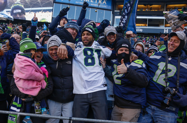 Golden Tate and fans :: Getty Images