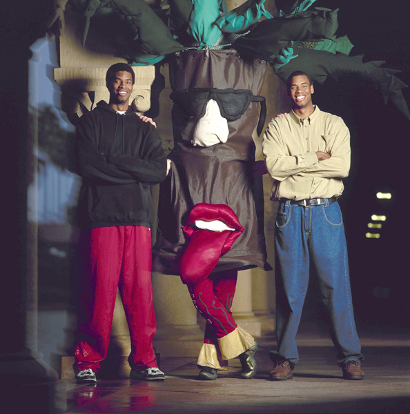 Jason and Jarron Collins pose with The Tree in Feb. 2000. (John W. McDonough/SI)