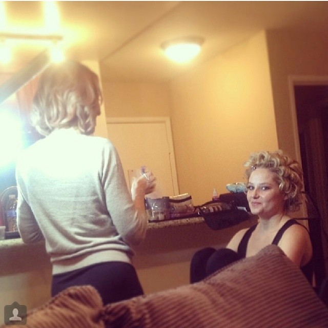 @genevievemorton: Getting ready for tonight's @vanityfair party, thanks @theamyclarke for hair and make up