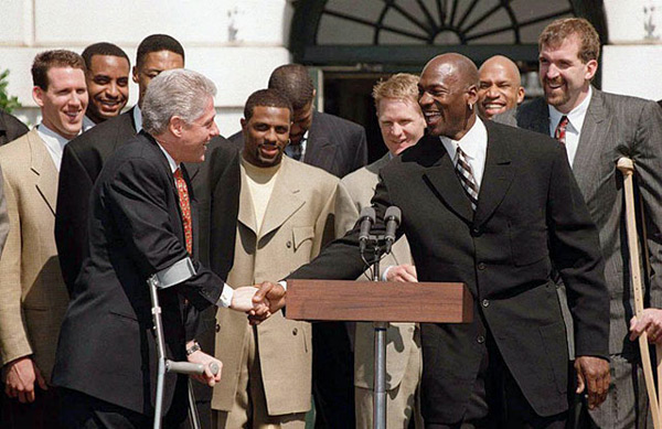 Chicago Bulls and Bill Clinton (1997) :: Getty Images