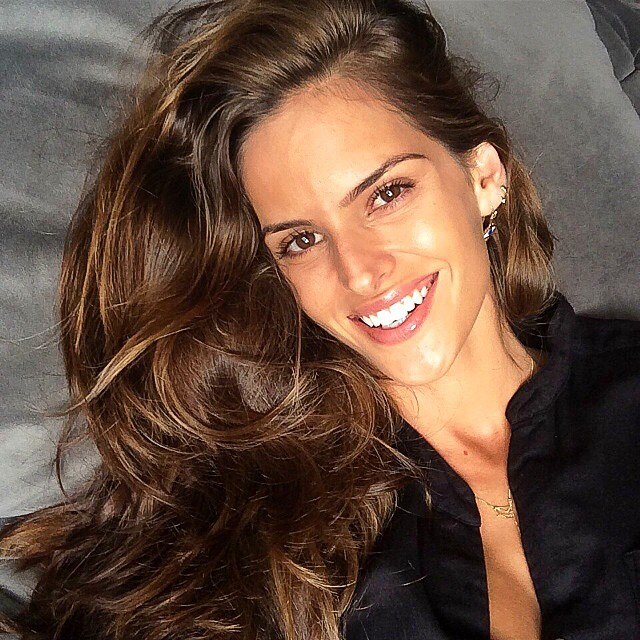 @iza_goulart: Lazy afternoon on the couch...it Makes me happy!!!! Tarde de preguiça no sofá....me faz feliz!!! #lazysunday #domingo #relaxando #goodfeelings #simple #moments #makesmesmile #instamood #happy