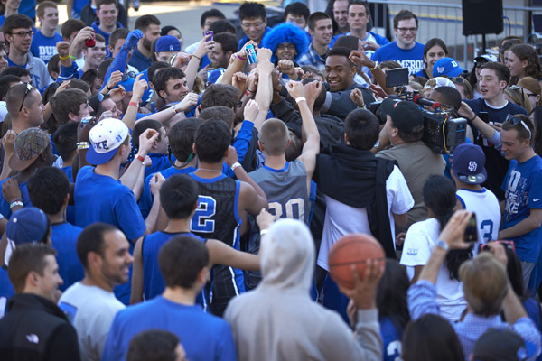 Jabari Parker with Duke fans :: Chris Keane/SI