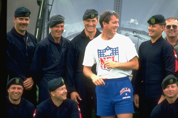 Jim Kelly and U.S. Soldiers (1993) :: Bill Frakes/SI