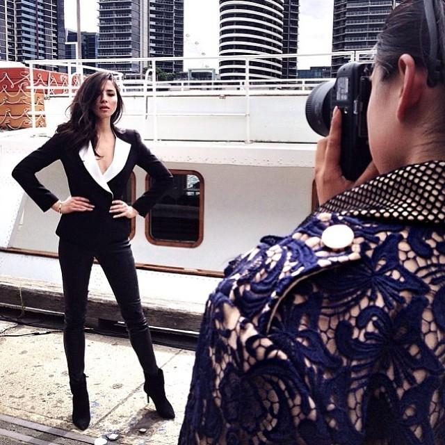 @iamjessicagomes: #regram @margaret__zhang doing what she does best @vamff@davidjonesstore wearing @camillaandmarc @camillafreemantopper#melbourne #australia