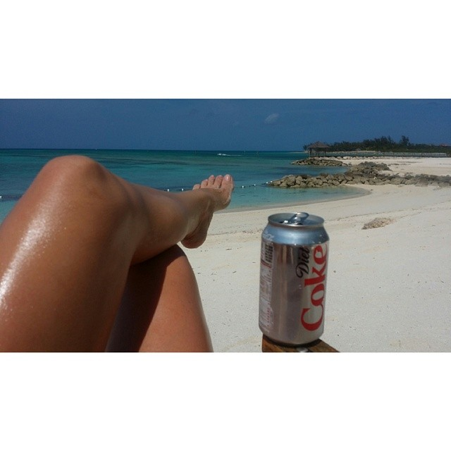 @genevievemorton: chilled day in #bahamas glad I have a #dietcoke to keep me company hahaha